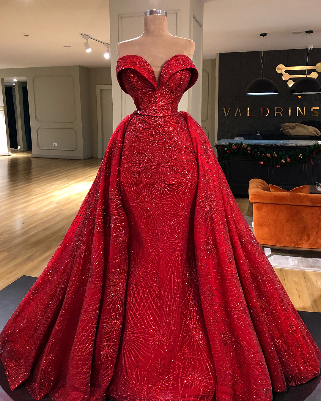 Beautiful Red And White Wedding Dress: THE VALDRIN SAHITI's RED CHRISTMAS GOWNS THAT BROKE